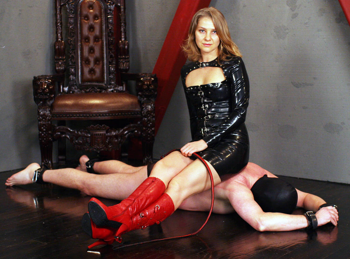 Manhattan Dominatrix With An Mba Reveals The Secrets Of Her Dungeon