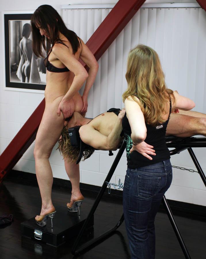Femdom bondage discipline mistress masochistic beats victim on web cam
