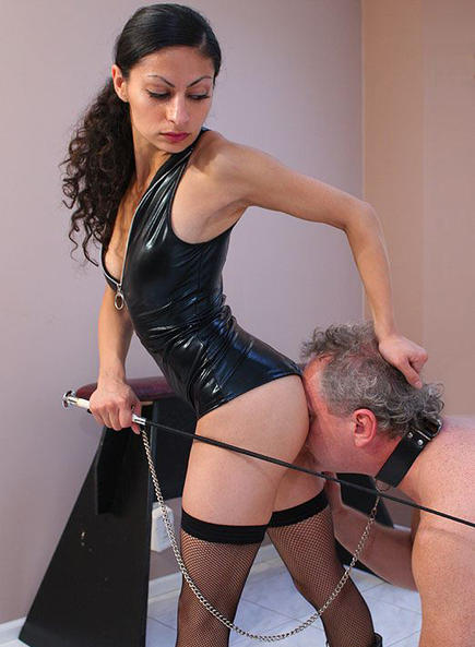 The mistress loves whipping marks 10